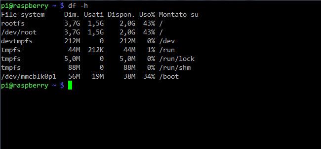 Il comando df -h permette di verificare lo spazio libero sui dischi (lo switch -h sta per human-readable, ovvero fornisce i risultati in GB e MB)
